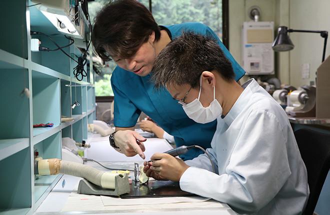 滋賀県歯科技工士専門学校